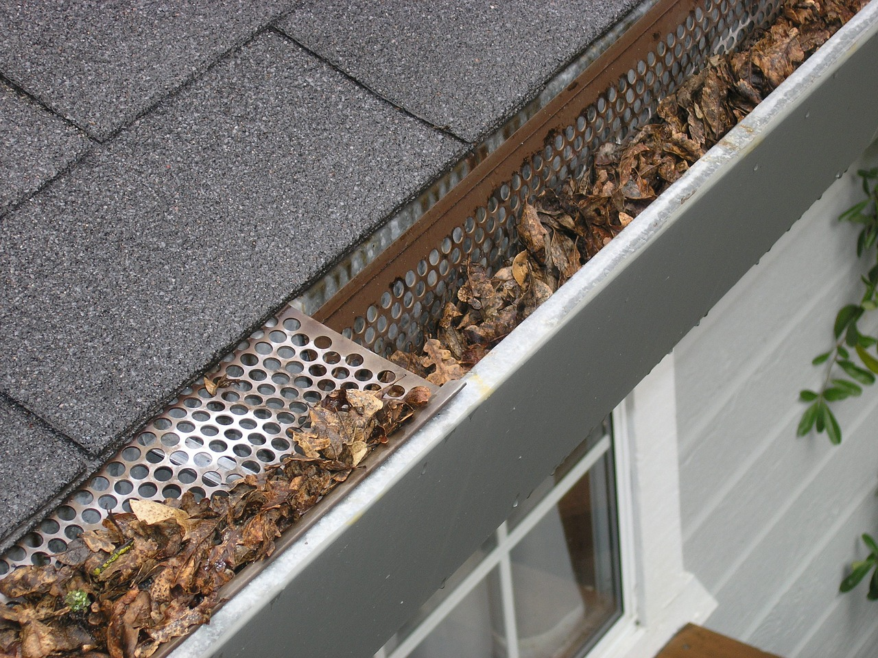 Gutters cleaning service Mableton GA